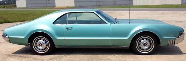 1966 Oldsmobile Toronado Deluxe - side view