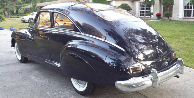 1946 Packard Clipper 2-door Club Sedan