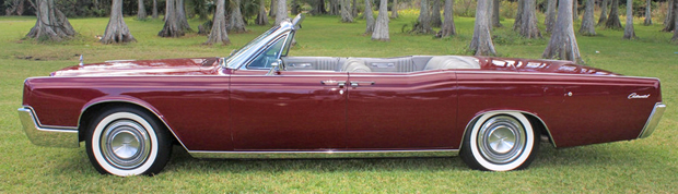 1967 Lincoln Convertible side view