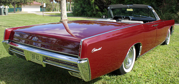 1967 Lincoln Continental Convertible rear view