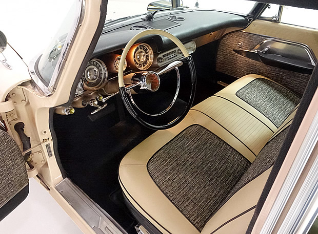 1957 Chrysler New Yorker Town & Country Interior