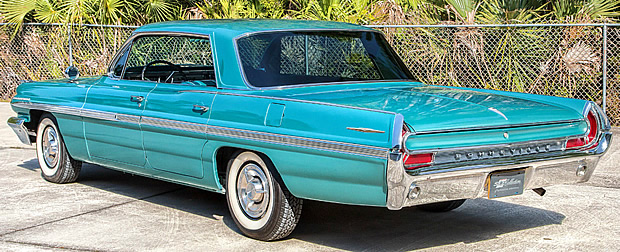 1962 Pontiac Bonneville 4-door Vista Hardtop & 1962 Pontiac Bonneville 4-door Vista Hardtop in Aquamarine Metallic ...