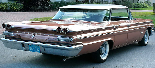 1960 Pontiac Bonneville Vista rear view