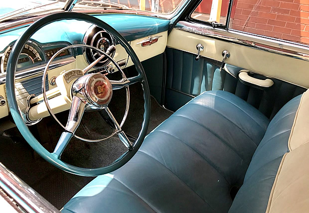 1951 Pontiac Chieftain Super Deluxe Interior