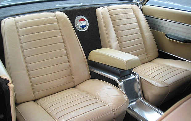 1960 Chrysler 300F - rear seats