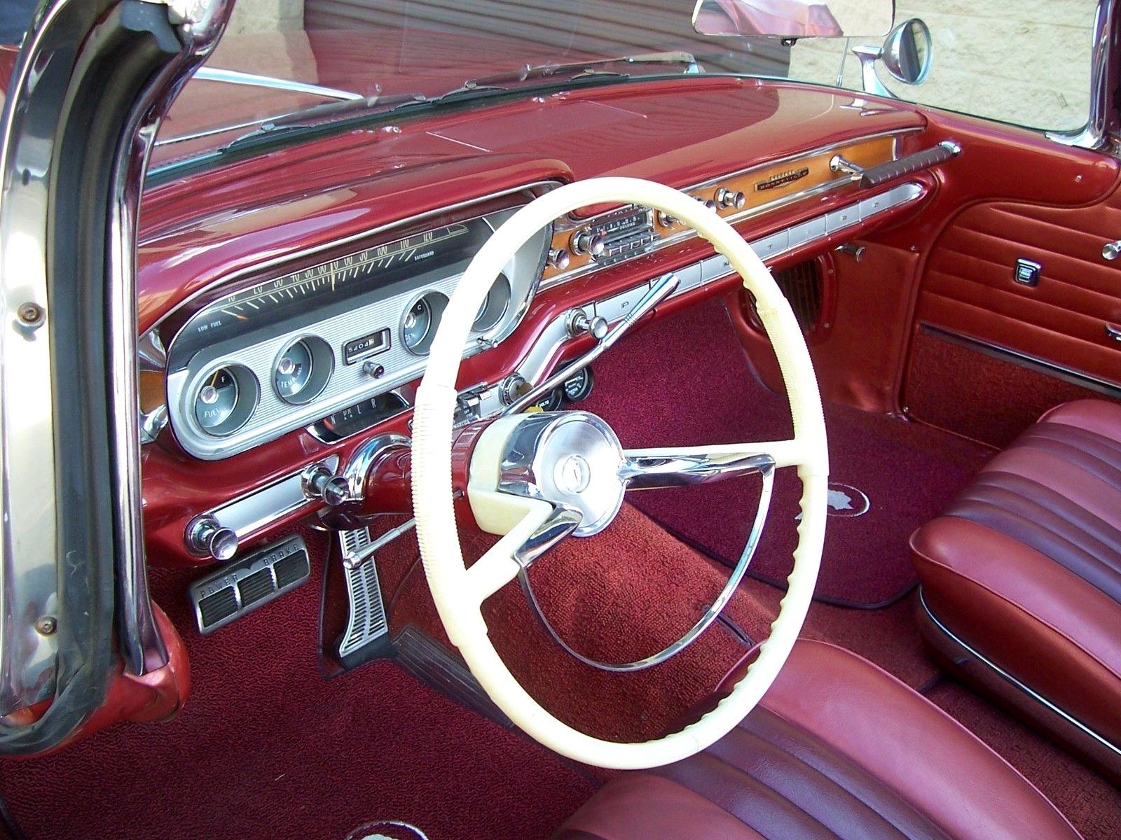 1960 Pontiac Bonnevile Dash