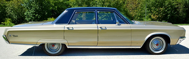1968 Chrysler Newport - Side