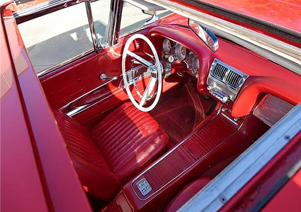 This T-bird is fitted with a Golde sunroof option.