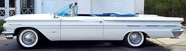 1960 Pontiac Bonneville Convertible - side view