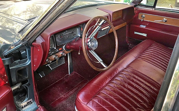 1962 Lincoln Continental with leather seats