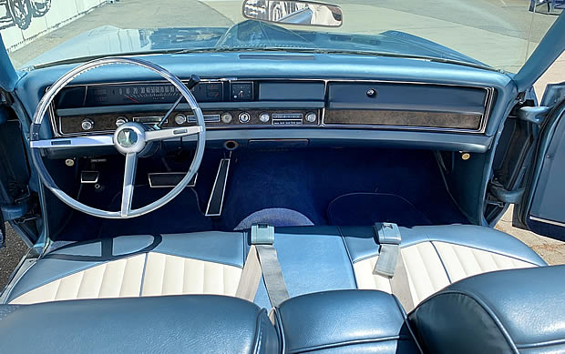 blue/white vinyl interior of the 68 Bonneville