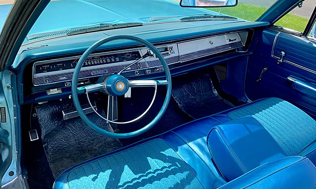 68 Chrysler Newport Convertible - blue interior