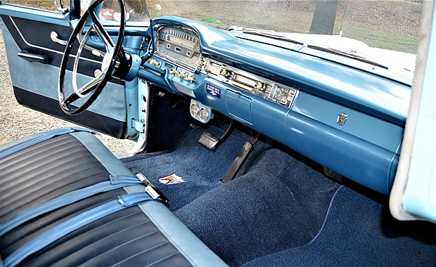 59 Ford Country Sedan two-tone blue interior