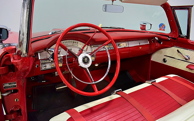 The 1958 Sunliner interior was similar to the '57 models.