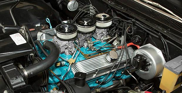 1960 Pontiac 389 V8 with Tri-power option