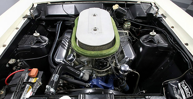Ford 427 V8 R-code engine from 1966