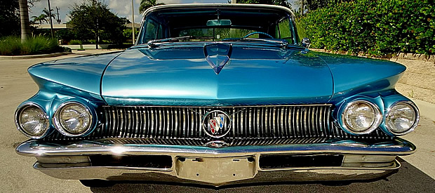 The distinctive front of a 1960 Buick