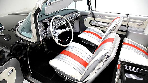 Tri-color interior of a 1959 Pontiac Bonneville convertible